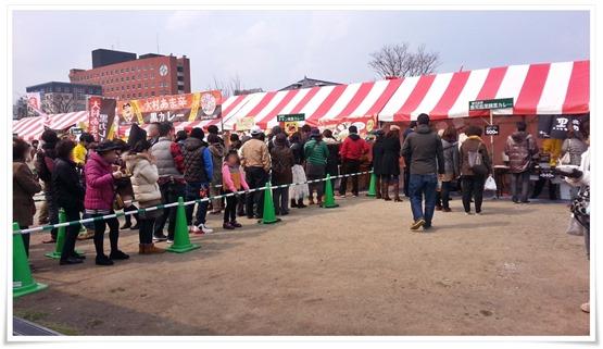 チキン南蛮カレーの行列@第1回カレーフェスティバル