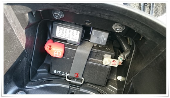バッテリーの収納具合@PCX125
