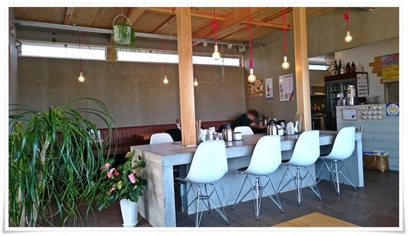 店内の様子@ラーメン・カフェ・ダイニング 温