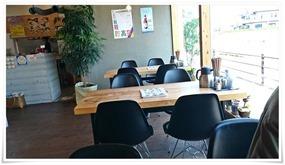 窓際のテーブル席@ラーメン・カフェ・ダイニング 温