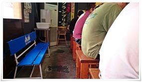 待合用の椅子@ラーメン壱好 浅川店