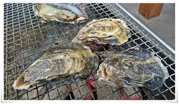 焼き牡蠣スタート@恒見焼き喰い処