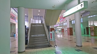 この階段で2階へ